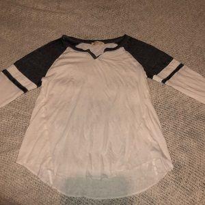 hollister white and gray baseball tee